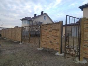 Двухсторонние бетонные заборы с установкой под ключ в Запорожье и обл