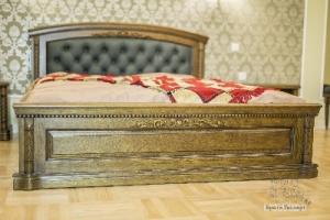 Ліжко з натуральної деревини дуба
