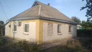 Невеликий теплий будинок