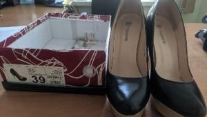 Продам черные класические туфли T.Ticardi
