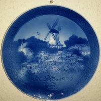 Продам декоративную, датскую, фарфоровую тарелку.