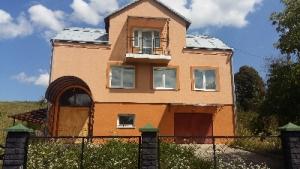 Продам двоповерховий цегляний утеплений дім з новими меблями