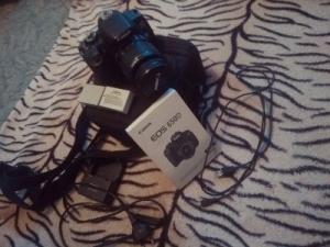 Продам отличный зеркальный фотоаппарат Canon 650 D.