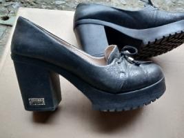 продам женские кожаные туфли