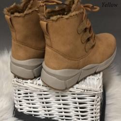 Продаются зимнии женские ботинки