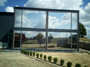 SOLIS. Віконні плівки. Монтаж плівки на вікна та фасади.