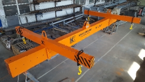 Траверса для транспортировки морских контейнеров