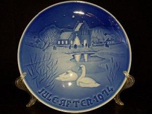 Продам датскую коллекционную тарелку. Пара лебедей.