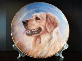 Продам фарфоровую, коллекционную тарелку с разными породами собак.