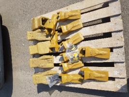Зуби коронки пальці адаптери на ковші для екскаваторів навантажувачів